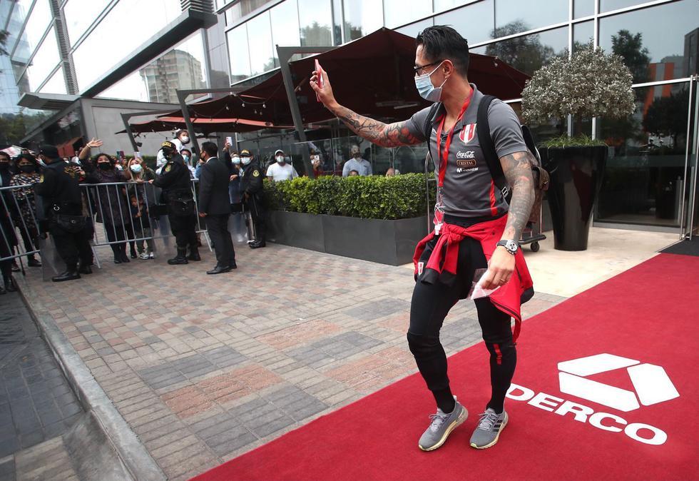 Selección de Perú dejó hotel de concentración y ya está rumbo al aeropuerto. (Foto: FPF)